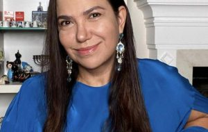 Read more about the article Jornalista Sandra Teschner lança livro sobre poder da resiliência e ressignificação da dor